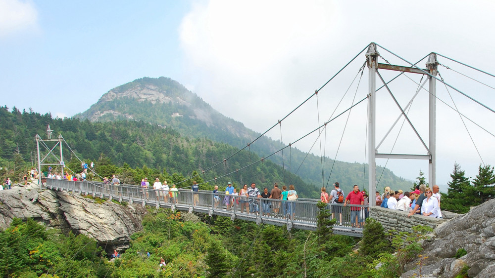 Mile High Swinging Bridge | GRANDFATHER MOUNTAIN : Wonders